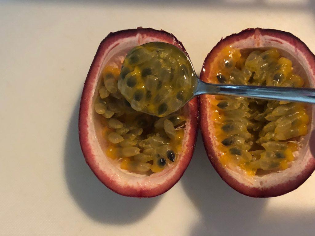 パッションフルーツの食べ方 冷やして食べる